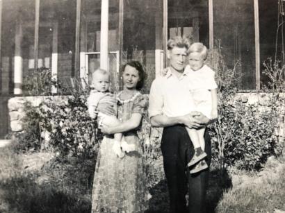 Inez holding Carol, Hilmer holding John